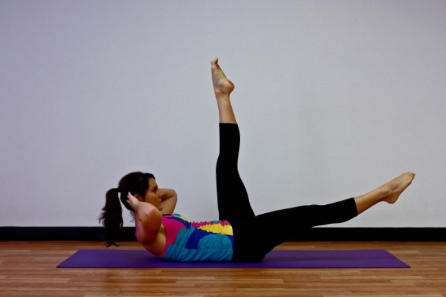 single-leg-lowers-with-crunch